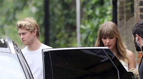 Ảnh hẹn hò hiếm hoi của Taylor Swift và bạn trai