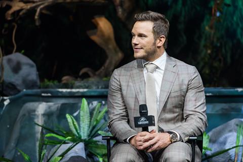 """Chris Pratt bị ngâm trong nước tiểu khi đóng """"Thế giới khủng long 2"""""""