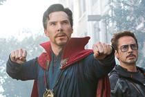 """""""Dr. Strange"""" Benedict Cumberbatch đánh bại 4 tên cướp trên đường phố"""