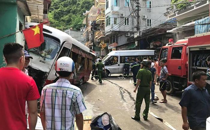 Xe khách mất phanh gây tai nạn liên hoàn, 10 người bị thương