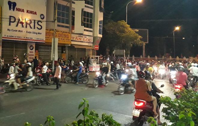 Thượng úy cảnh sát bị thương khi giải tán đám đông quá khích