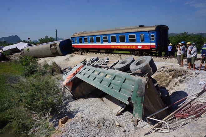 Hàng loạt cán bộ, nhân viên đường sắt bị sa thải, cách chức