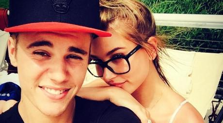Justin Bieber và người mẫu Hailey Baldwin hôn nhau trên phố