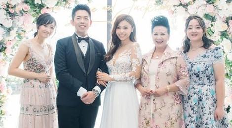 """""""Chị cả"""" TVB vui vẻ dự cưới con trai sau ồn ào clip nóng của cô dâu"""