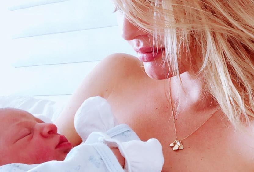 Thiên thần Victoria's Secret sinh em bé thứ hai