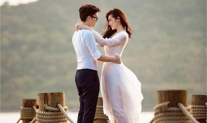 Á hậu Tú Anh công bố ảnh cưới với bạn trai ngành xây dựng