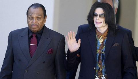 Cha Michael Jackson qua đời ngay sau ngày giỗ thứ 9 của con trai