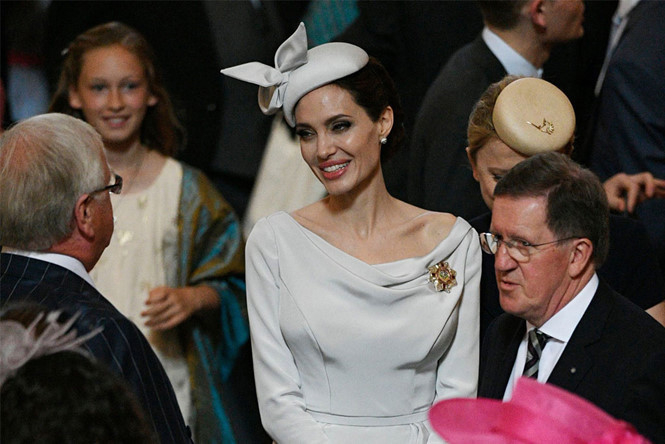 Angelina Jolie xuất hiện quý phái nhưng vẫn gầy guộc