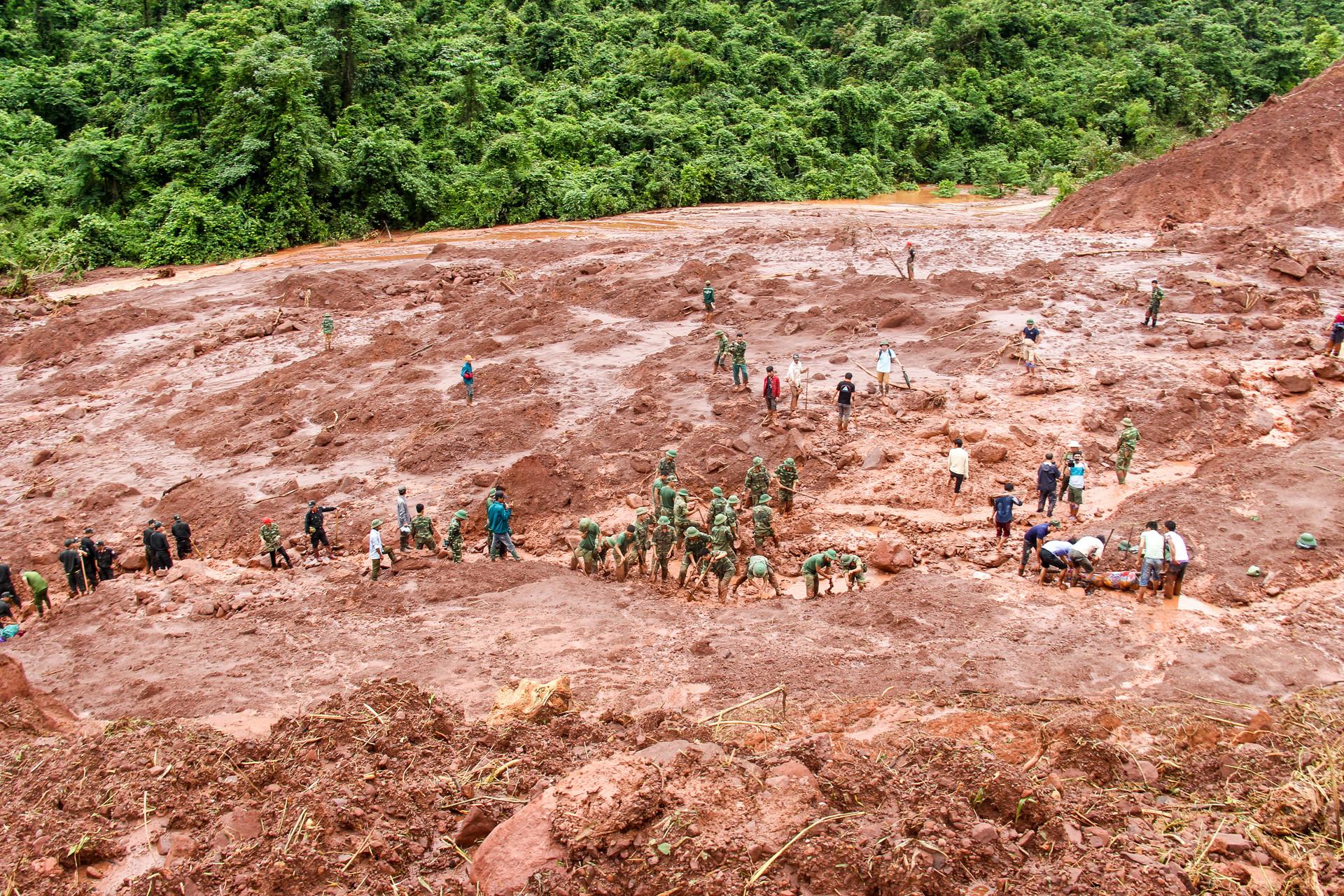 Nỗi đau bản nghèo có 5 người mất tích sau vụ sạt lở đất