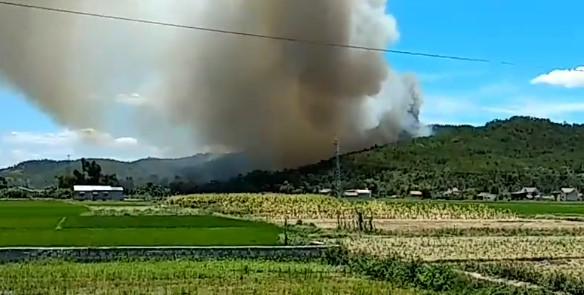 Gần 1.000 người chữa cháy rừng thông giữa trưa