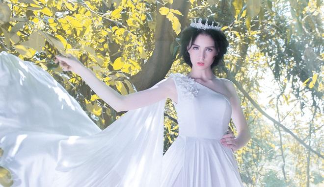 """Người mẫu """"nhí"""" khoe vóc dáng đẹp như thiên thần của xứ sở Bạch Dương"""