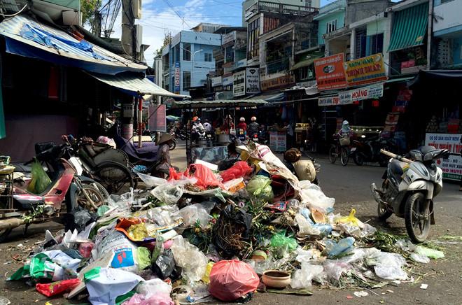 Người dân Quảng Ngãi bức xúc vì rác thải ùn ứ gây ô nhiễm