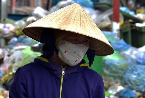 Dân Quảng Ngãi tiếp tục chặn xe, hàng tấn rác ùn ứ gây ô nhiễm