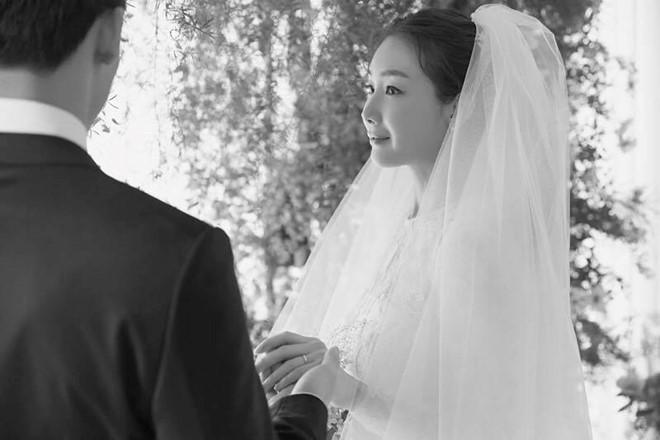 Công ty của Choi Ji Woo thừa nhận việc nói dối về chồng mới cưới