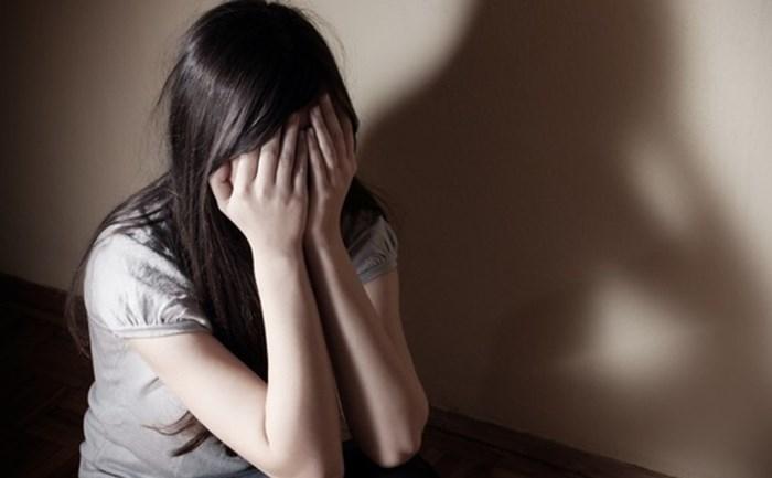 Người mẹ nghèo làm đơn tố cáo con gái bị ông chủ xâm hại