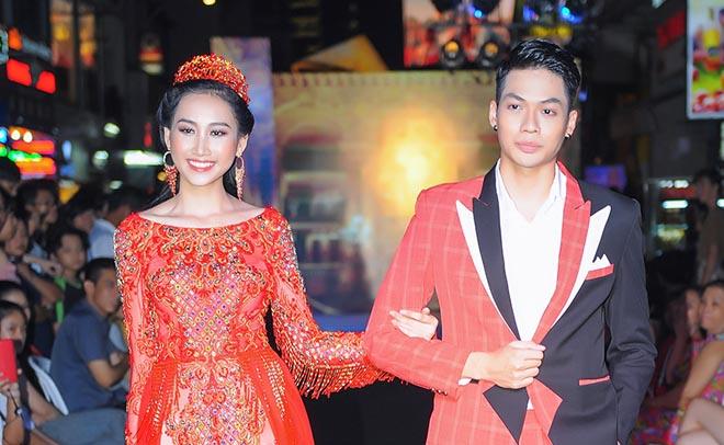 """Hồng Trang lộng lẫy bên Minh Giang khoe """"Quyền Lực"""" của NTK Tommy Nguyễn"""
