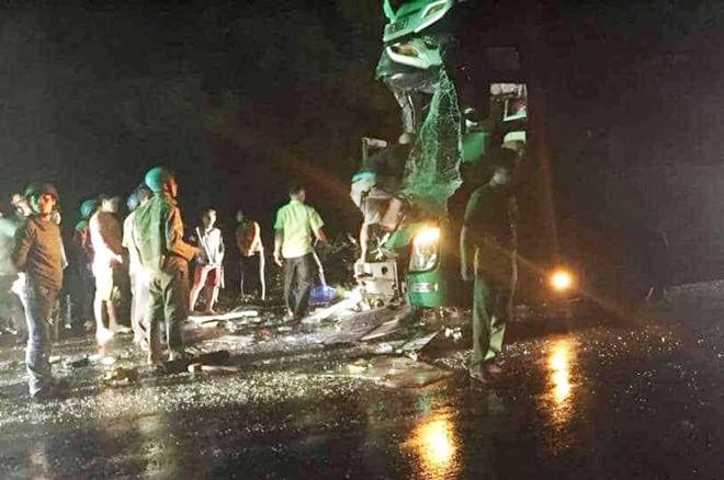 25 người bị thương sau va chạm giữa 2 xe khách