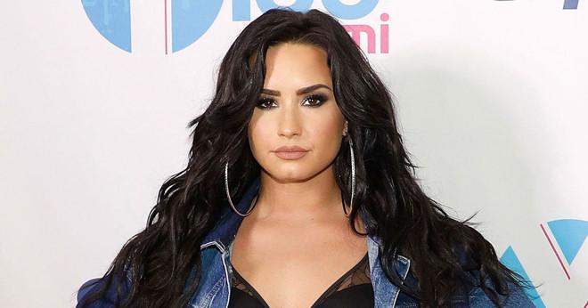 Demi Lovato và đám bạn tụ tập thâu đêm trước khi sốc thuốc