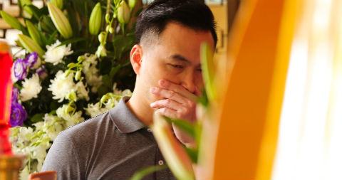 Chi Bảo, Thành Lộc nghẹn ngào đến tiễn biệt NSƯT Thanh Hoàng