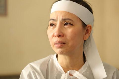 """Vợ nghệ sĩ Thanh Hoàng: """"Chỉ còn anh là chỗ dựa mà anh lại ra đi"""""""