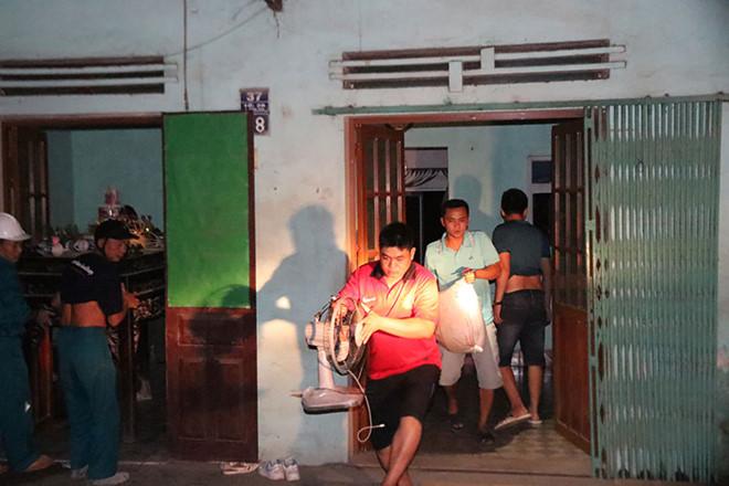 Nhà sập ven sông Đà: Bác bỏ nguyên nhân thủy điện Hòa Bình xả lũ