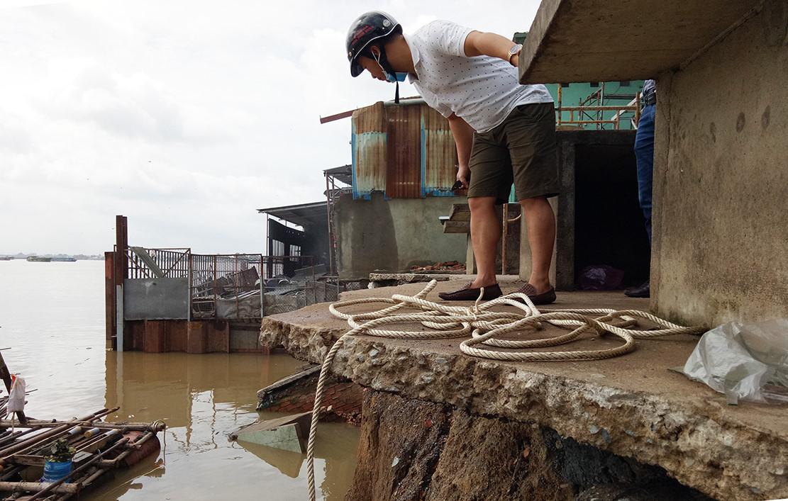 Hàng loạt căn nhà, khu chợ bị đổ ập xuống sông Đồng Nai