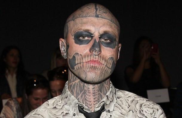 """Người mẫu xăm mình trong """"Born This Way"""" của Lady Gaga tự sát"""