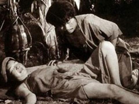 """""""Thị Nở"""" kể số phận đặc biệt của cảnh nóng đầu tiên trong phim Việt"""