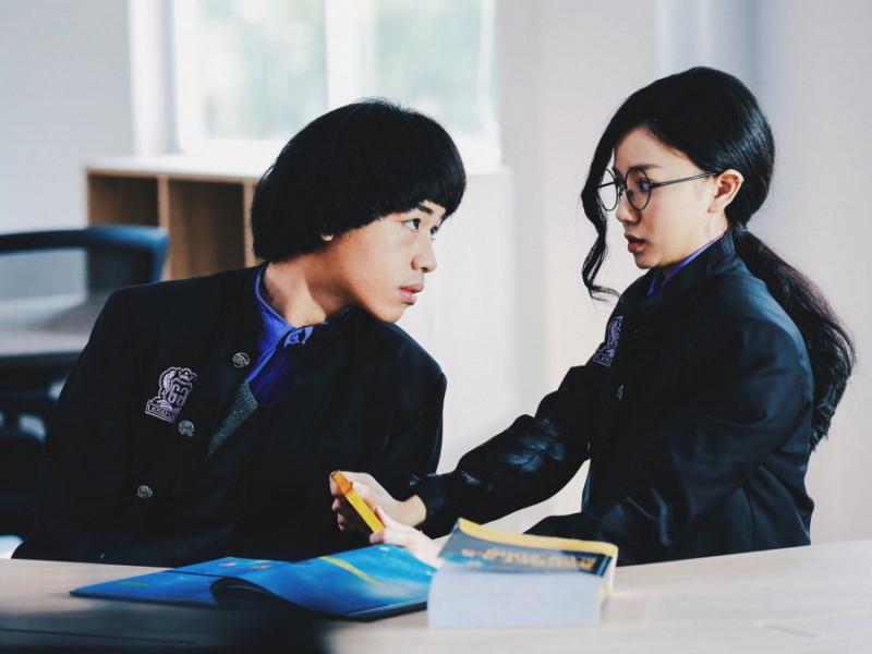 """""""Trường học bá vương"""": Cái tát sỗ sàng vào mặt fan của Châu Tinh Trì"""
