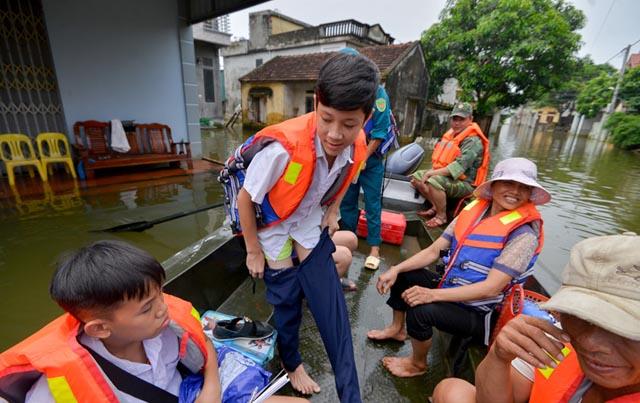 Gần 3.200 hộ dân ngoại thành Hà Nội thoát ngập lụt sau nửa tháng