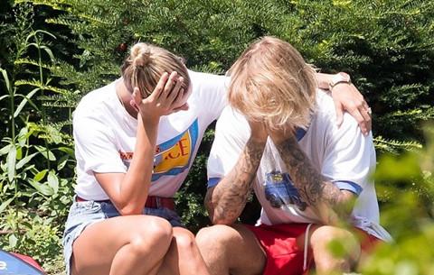 Justin Bieber, Hailey Baldwin liên tục ôm mặt trên đường phố New York