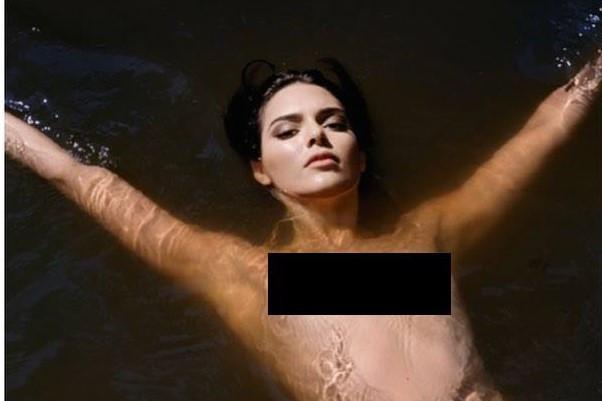 Kendall Jenner gây tranh cãi vì để ngực trần chụp ảnh