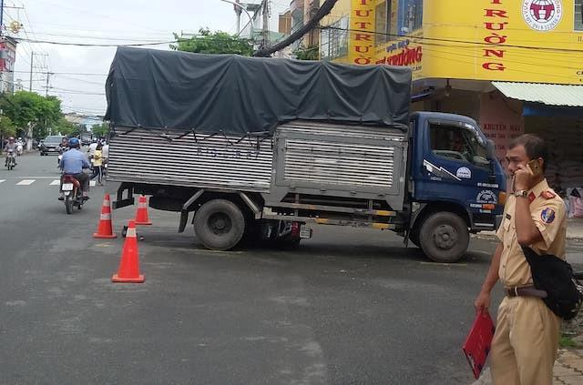 Bé trai 6 tuổi tử vong sau cú va chạm với xe tải