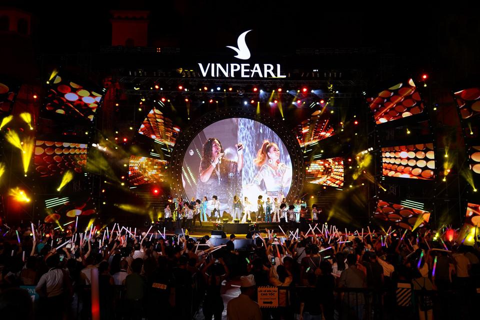 Hàng nghìn khán giả cháy hết mình cùng đêm nhạc Boney M tại Nha Trang