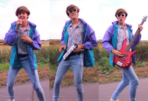 """Chàng trai sáng tạo điệu nhảy """"lao ra khỏi xe"""" phong cách thập niên 80"""