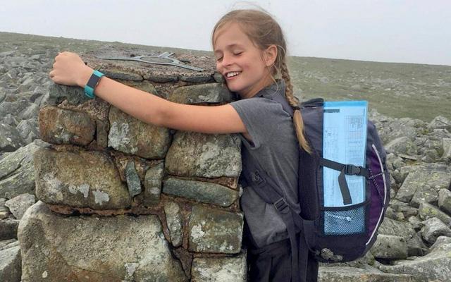 Cô bé 10 tuổi leo 15 ngọn núi trong chưa đầy 24 giờ Chia sẻ