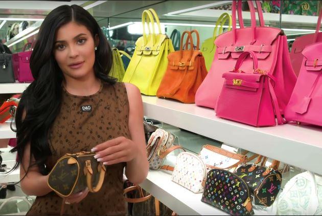 Kylie Jenner khoe bộ sưu tập túi xách hàng hiệu trị giá triệu USD