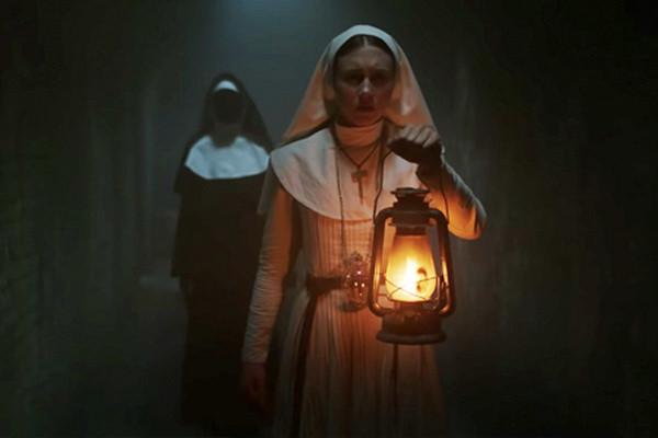 """Phim kinh dị """"The Nun"""" về Valak bị gỡ quảng cáo phản cảm"""