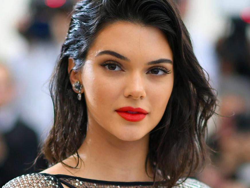 Dàn mẫu quốc tế phẫn nộ, đồng loạt chỉ trích Kendall Jenner