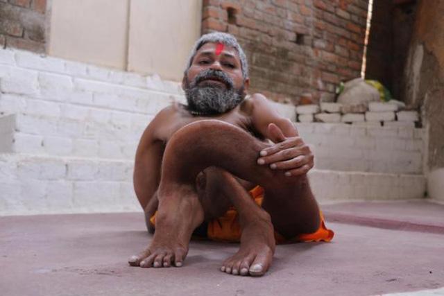 Gặp dị nhân xương xoắn người Ấn Độ