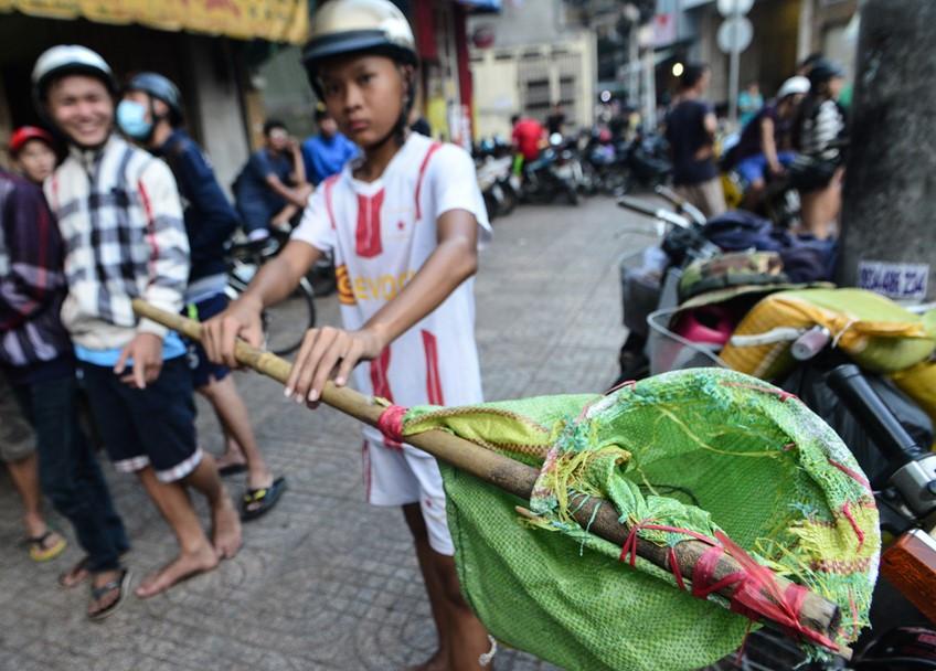 Sài Gòn hết cảnh dẫm đạp, giật tiền cúng cô hồn trên phố