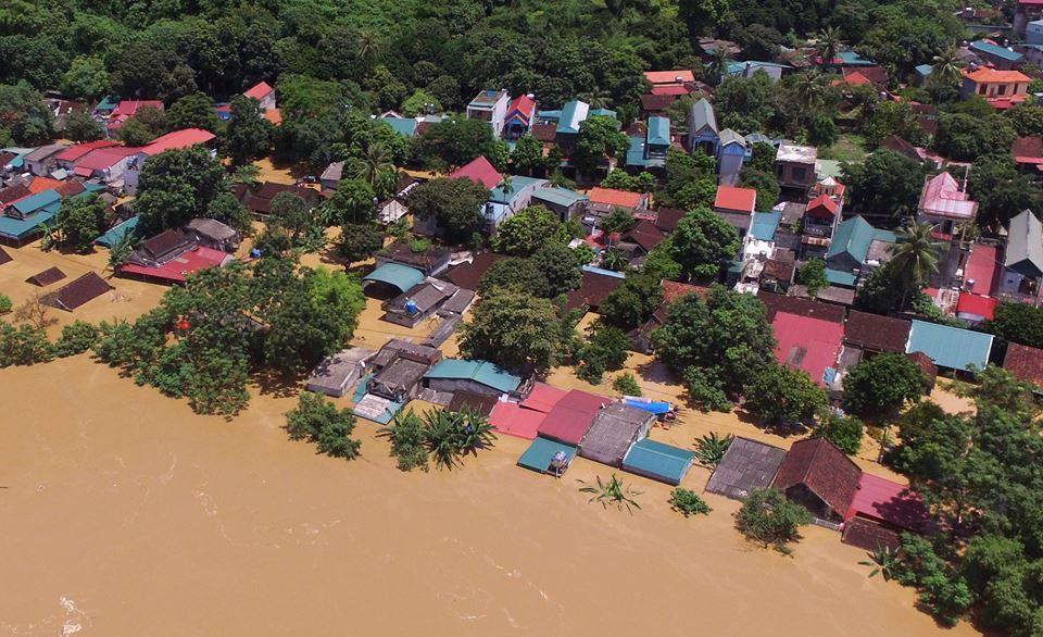Hàng trăm nhà ven sông Mã bị nhấn chìm