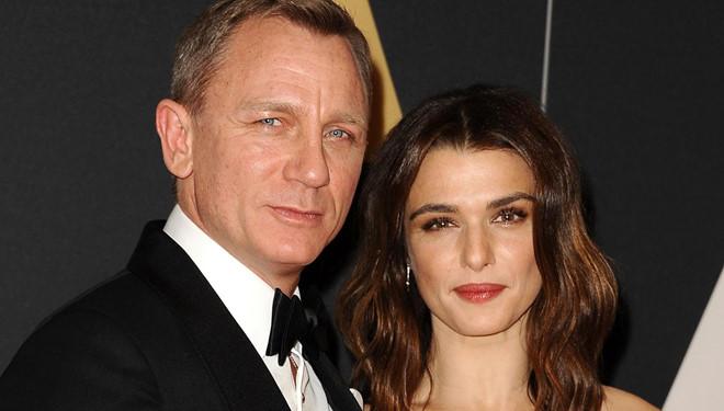 """Mỹ nhân """"Xác ướp Ai Cập"""" sinh con cho tài tử James Bond ở tuổi 48"""