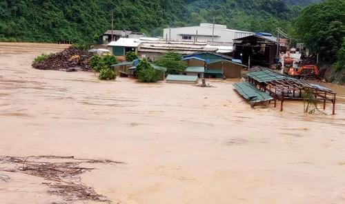 3 người mất tích, sơ tán 9.000 hộ dân vì lũ lụt