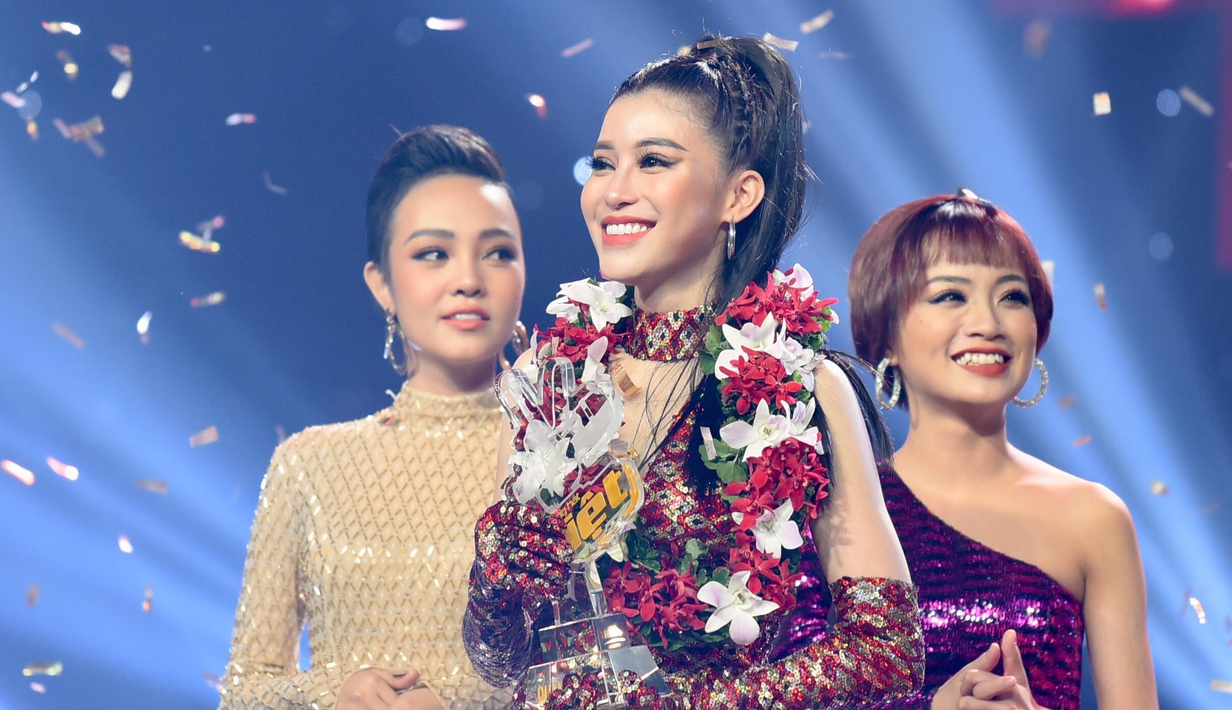 """""""Cô gái triệu view"""" đội Noo Phước Thịnh đăng quang The Voice 2018"""