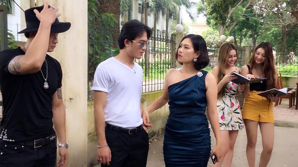 Phim Việt lạm dụng ngoại truyện: Khiên cưỡng, quảng cáo quá lố