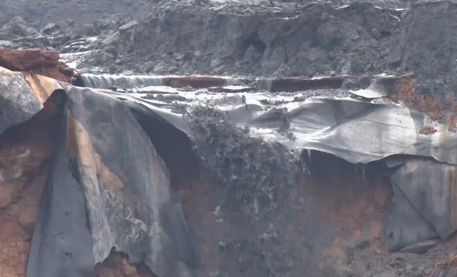 Vỡ đập hồ chứa, 45.000 m3 chất thải phân bón tràn vào nhà dân