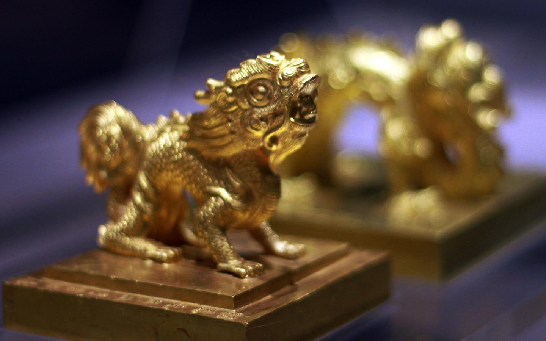 Báu vật vô giá mang họa tiết rồng, phượng triều nhà Nguyễn
