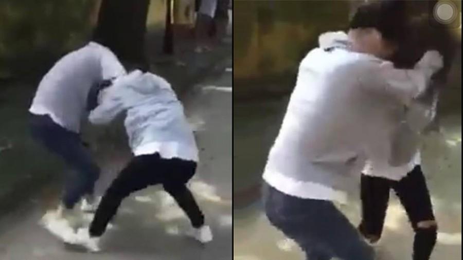 Nữ sinh đánh nhau để được công khai bày tỏ tình cảm với crush