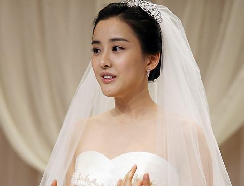 """Người đẹp """"Dae Jang Geum"""" ly hôn sau 10 năm cưới"""